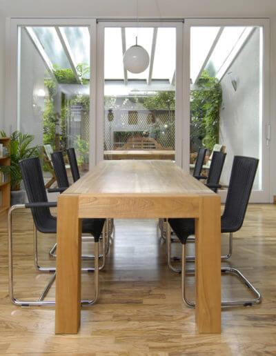 Olivenholzparkett vermittelt die Wärme, die für ein behagliches Zuhause nötig ist. (Foto: epr/olivenholzparkett.de)